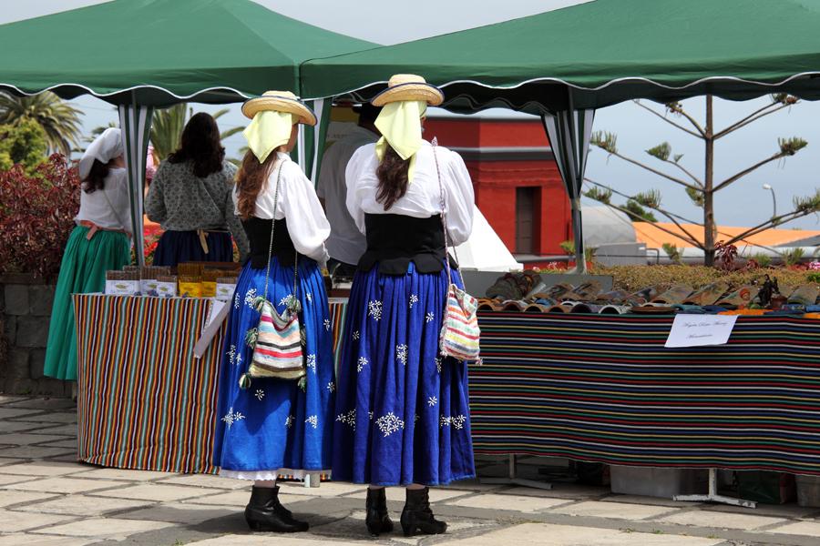 http://kvipic.ru/Fiestas/RomeriaShow/006.jpg