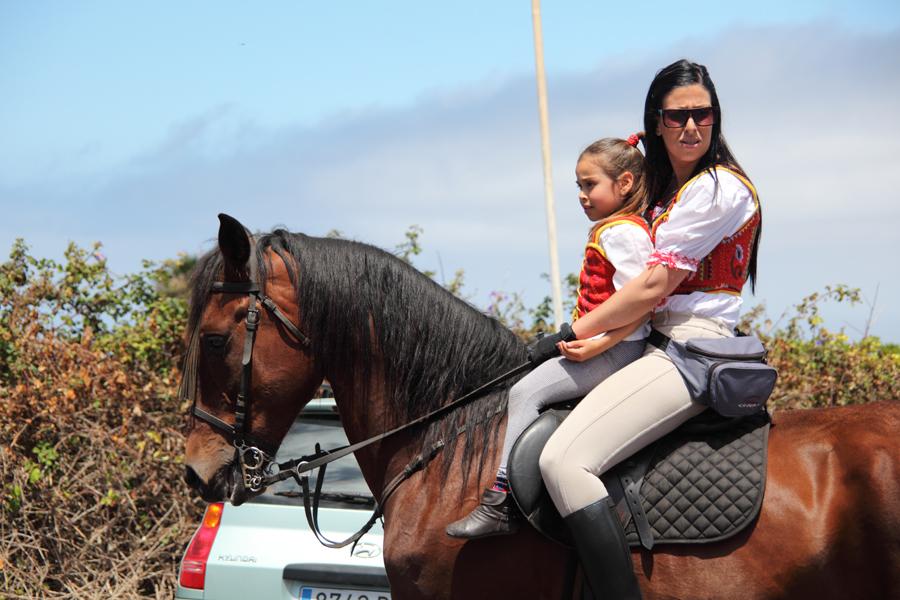 http://kvipic.ru/Fiestas/RomeriaShow/013.jpg