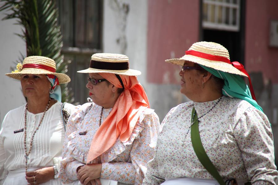 http://kvipic.ru/Fiestas/RomeriaShow/027.jpg