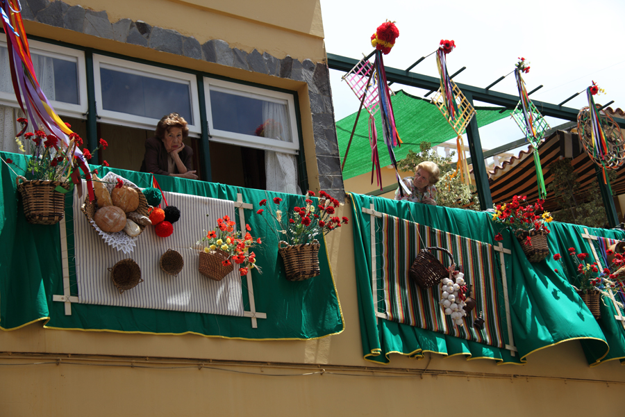 http://kvipic.ru/Fiestas/RomeriaShow/029.jpg