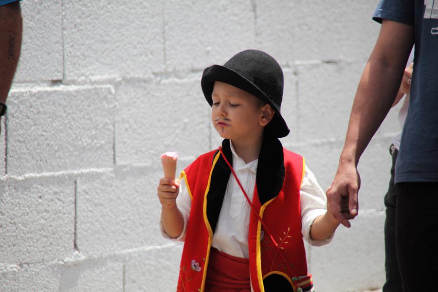 http://kvipic.ru/Fiestas/RomeriaShow/033.jpg