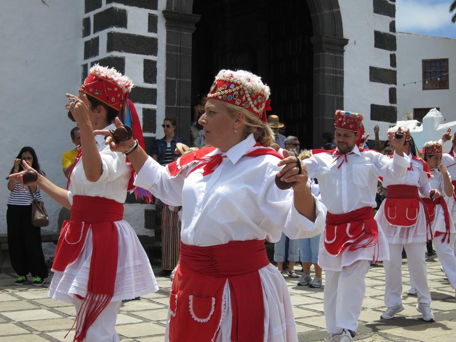 http://kvipic.ru/Fiestas/RomeriaShow/043.jpg