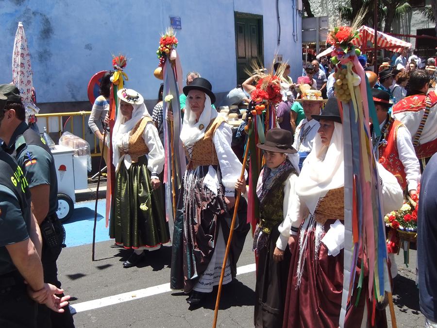 http://kvipic.ru/Fiestas/RomeriaShow/058.jpg