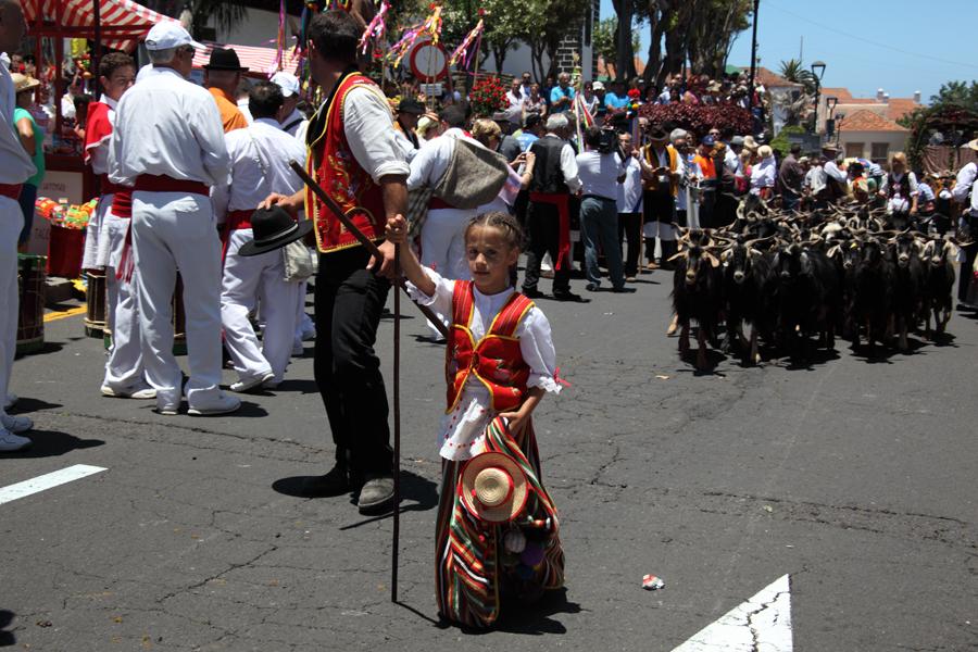 http://kvipic.ru/Fiestas/RomeriaShow/060.jpg