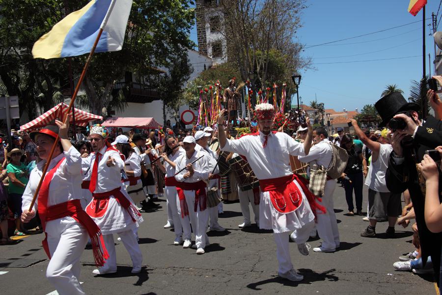 http://kvipic.ru/Fiestas/RomeriaShow/063.jpg