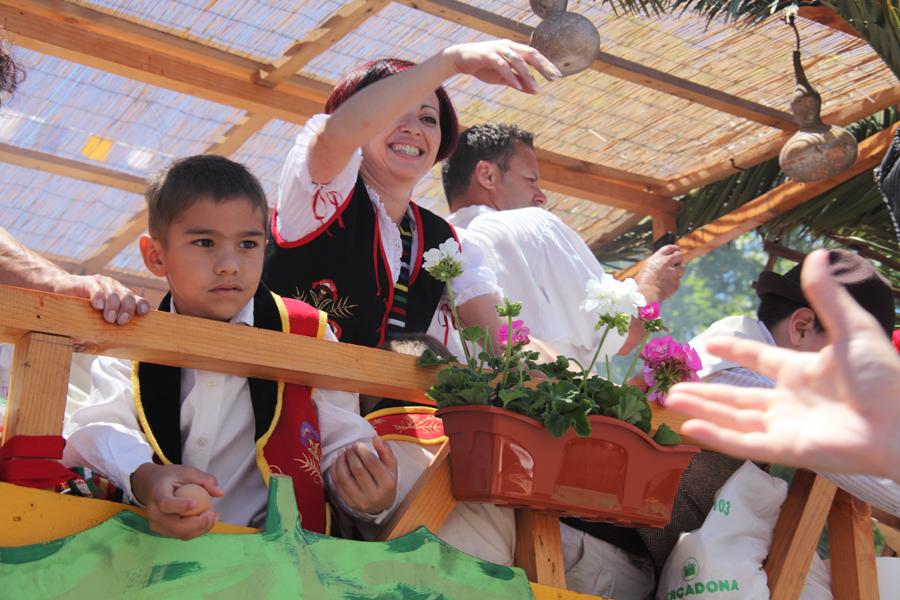 http://kvipic.ru/Fiestas/RomeriaShow/067.jpg