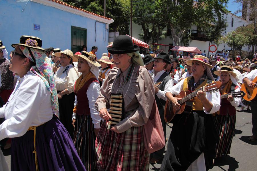 http://kvipic.ru/Fiestas/RomeriaShow/084.jpg