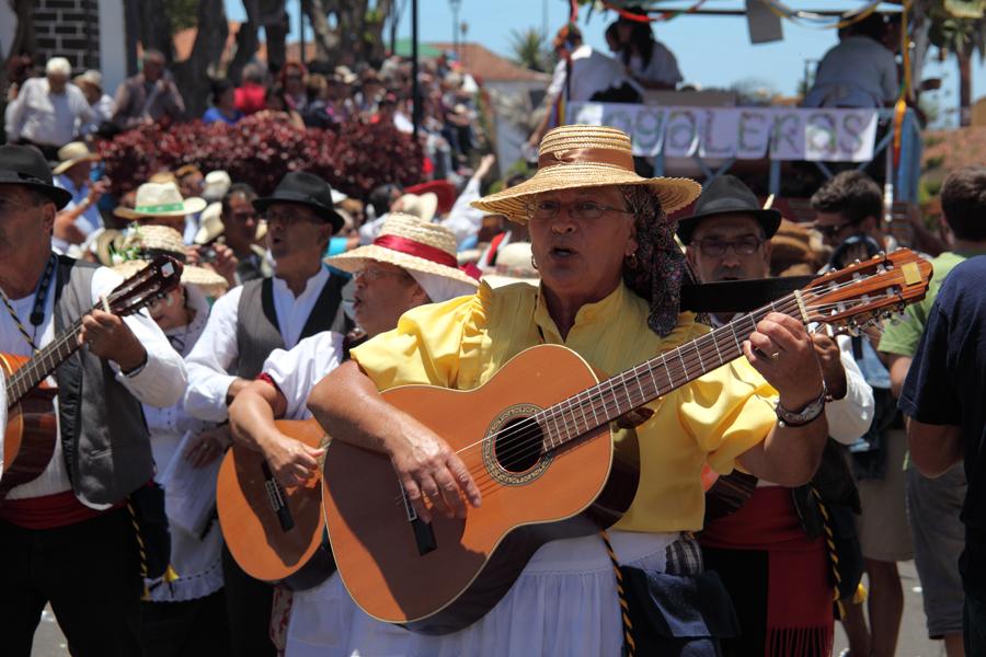http://kvipic.ru/Fiestas/RomeriaShow/087.jpg