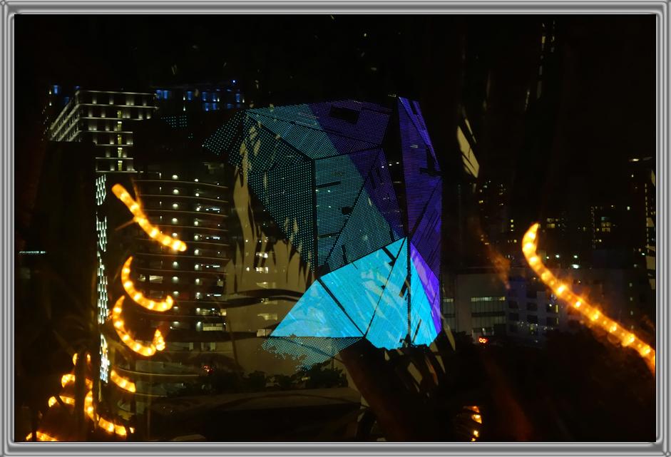 http://kvipic.ru/Singapore/SingaporeShow/003.jpg
